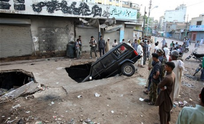 At least 3 killed in blast outside mosque in Pakistan