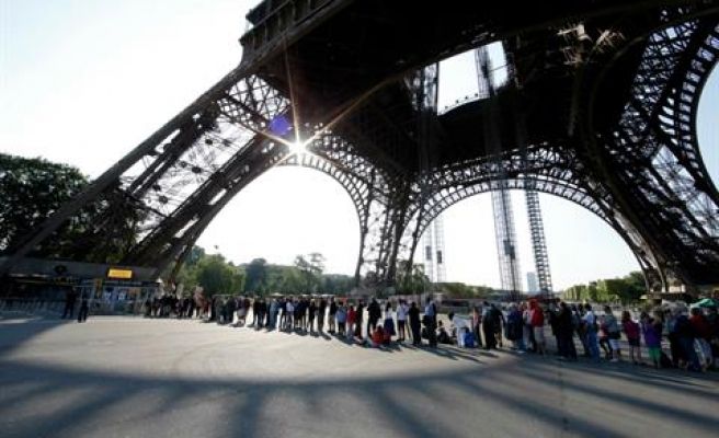 Eiffel Tower reopens after bomb scare