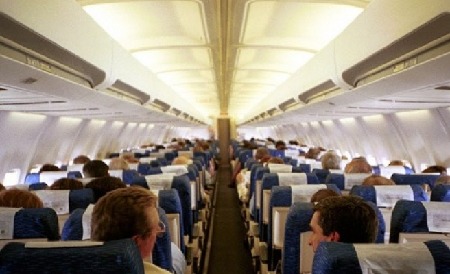 Airlines can allow cellphone use during entire flight