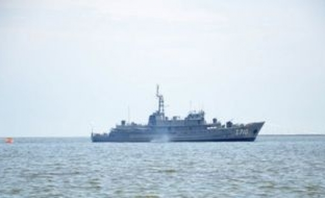 India charges 33 aboard armed U.S. 'anti-piracy' ship