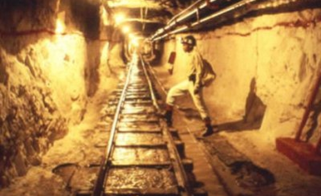200 miners trapped in abandoned S. African shaft