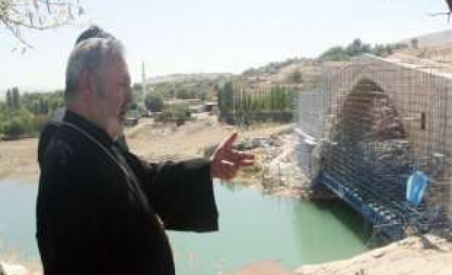 Archbishop Ateshian visits his hometown in Turkey
