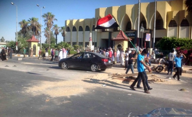 2 Egyptian policemen killed in Sinai shooting