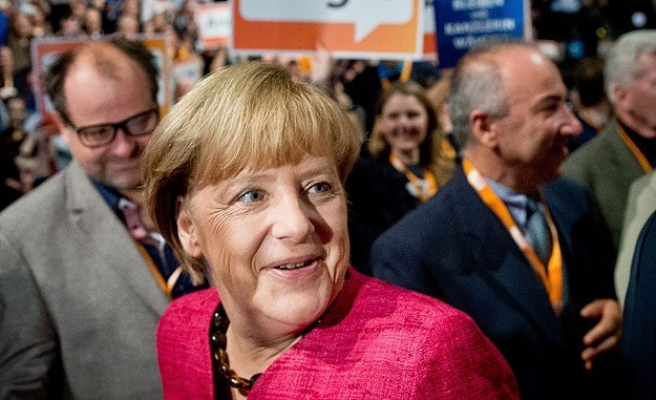 Poll: SPD opposes coalition with Merkel
