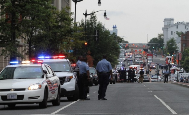 Family of navy yard shooting victim to sue U.S. government
