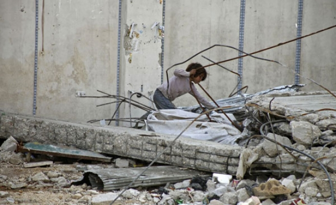 Syrian charity evacuates 800 civilians from besieged town