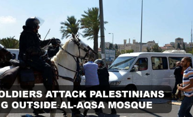 Israeli soldiers attack Palestinians praying outside Al-Aqsa Mosque