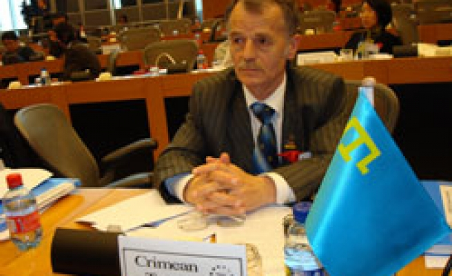 Crimean Tatar leader Jemilev is not allowed to visit his son
