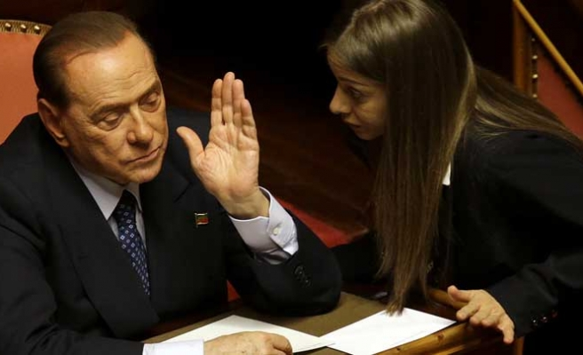 Berlusconi U-turn secures Italian govt