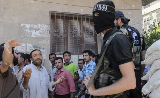 Syrian rebel groups try to make peace near Turkish border