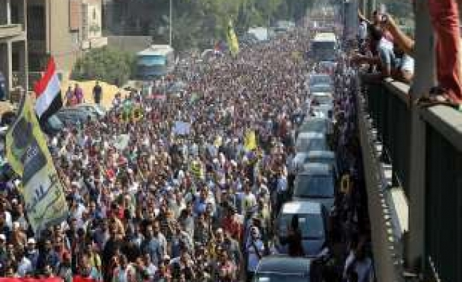 Pro-Morsi protester killed in C. Egypt clashes with police