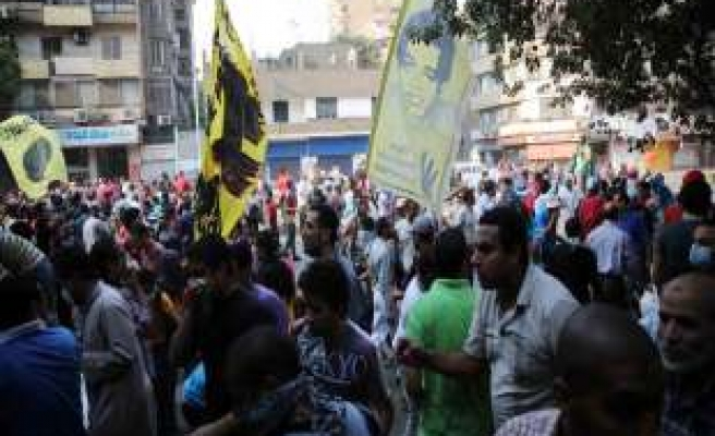 Police clash with anti-coup marches near Tahrir
