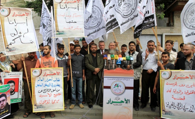 Gazans rally for jailed Palestinians