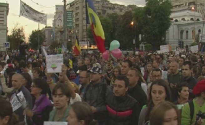 Thousands protest in Romania against shale gas, gold mine