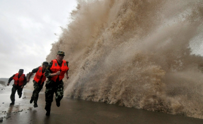 Thousands evacuated after Typhoon Fitow hits eastern China