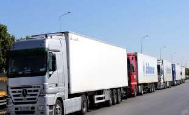 Bulgaria imposes tight controls on Turkish trucks and buses