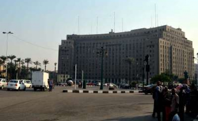Egypt shuts down Tahrir Square after Mubarak ruling