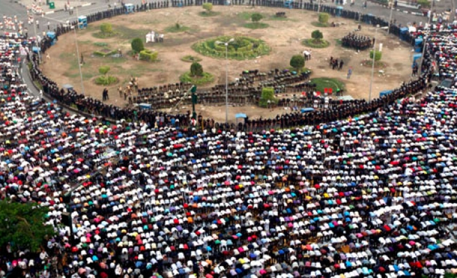 Morsi ally calls for Eid prayers in Tahrir