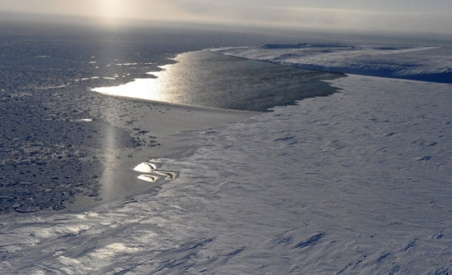 Canada 'Arctic passage' still a way off -minister