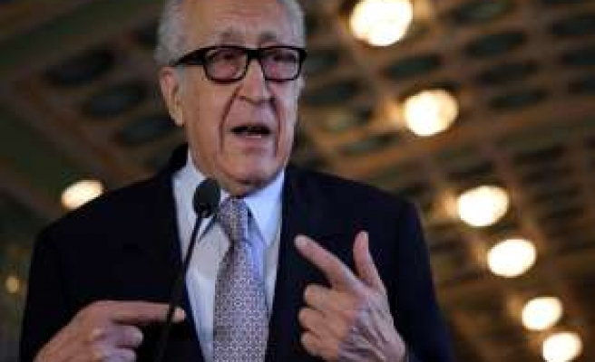 Brahimi meets Arab League chief on Syria conference