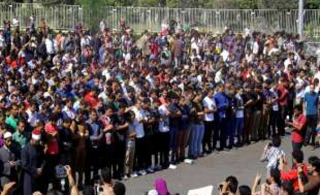 Egyptian security forces fire teargas at anti-coup students