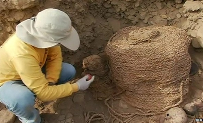 Pre-Incan tomb unearthed at Lima site