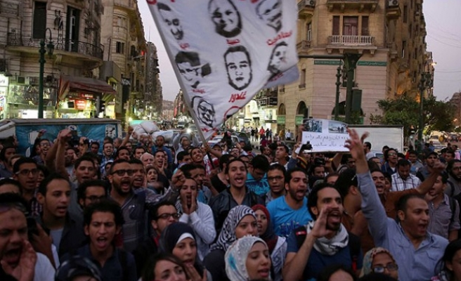 Egyptians demonstrate against controversial protest law