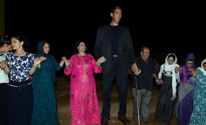 The world's tallest man gets married in Turkey
