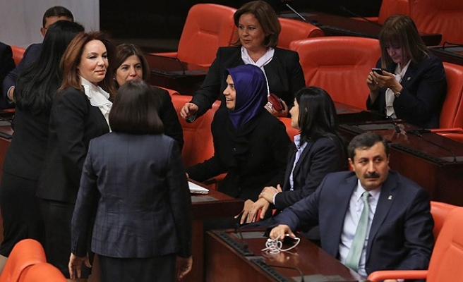 Four headscarved female MPs enter Turkish parliament