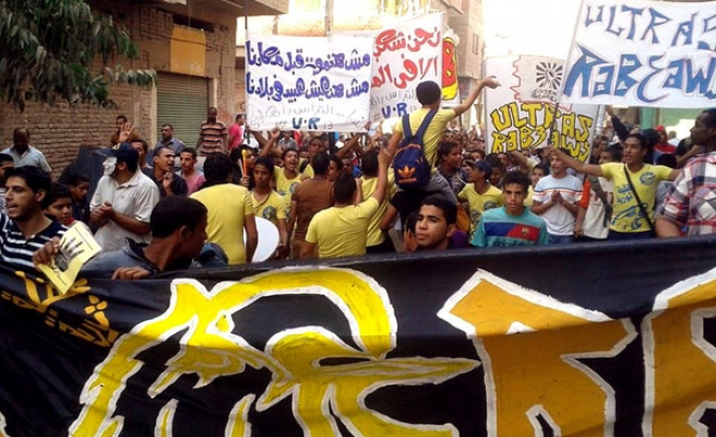 Protesters demonstrate against Morsi trial