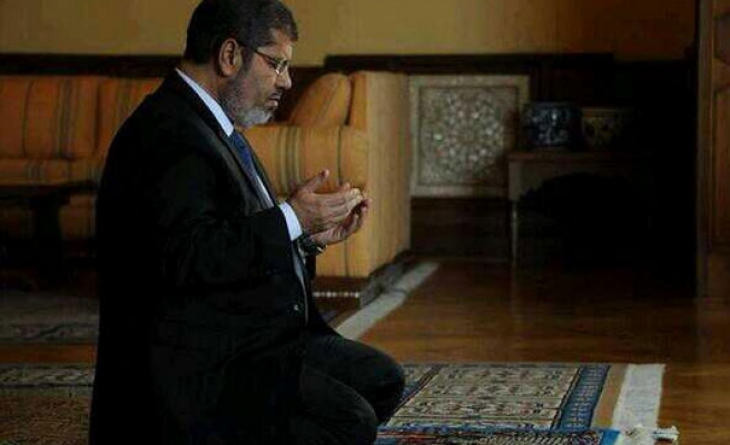 Morsi to be questioned on jail break charges Sunday: Son