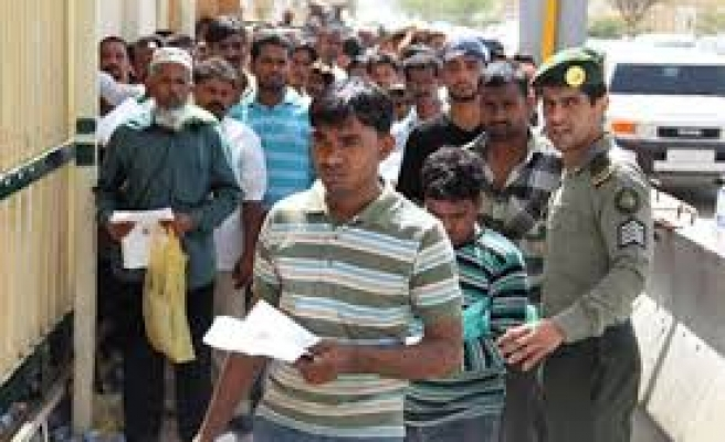 Foreign workers stay home to escape Saudi visa crackdown