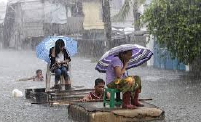 Philippines estimates at least 10,000 died from typhoon