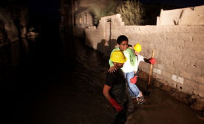 Sewage swamps Gaza streets after power crisis