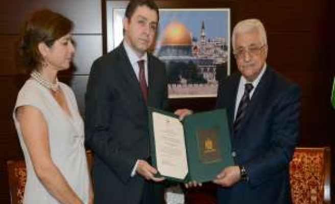 Abbas honors Turkish Ambassador with highest order