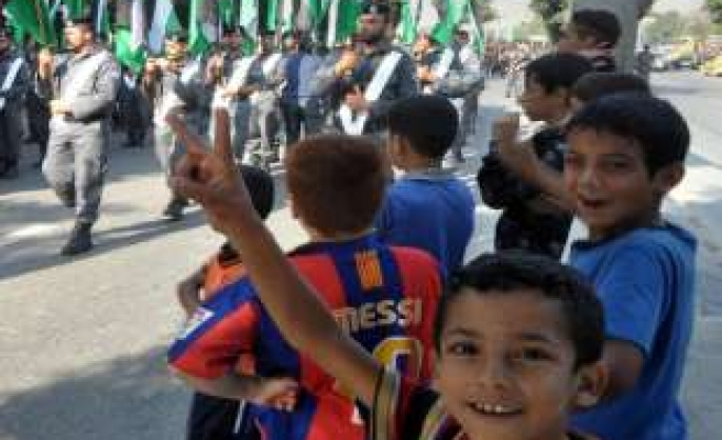 Gaza children fly balloons to express dreams of a state