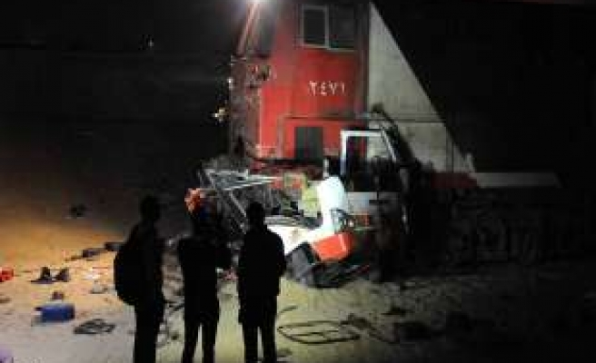Egypt train and bus collision kills 26 - UPDATED