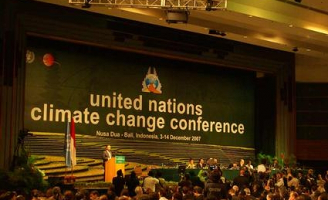France to host UN climate conference in 2015