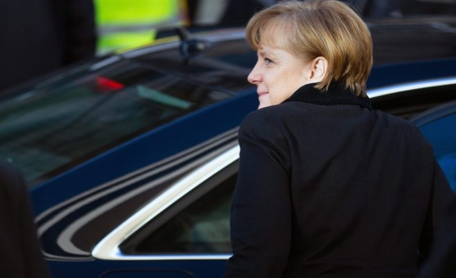 Germany's Merkel to meet coalition leaders as crisis looms