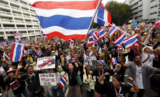 Thai govt building evacuated as protesters surround it