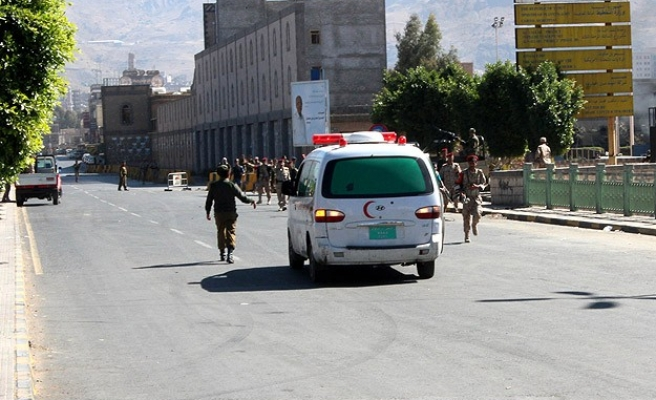 Explosion hits bus carrying Yemeni soldiers