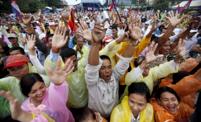 Cambodian opposition seek compromise with PM