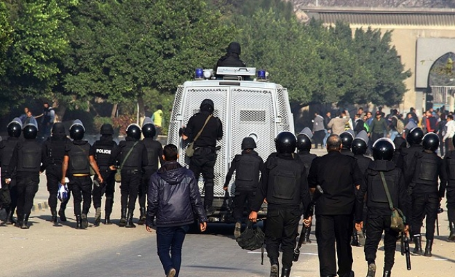Egypt police teargas to disperse anti-referendum students