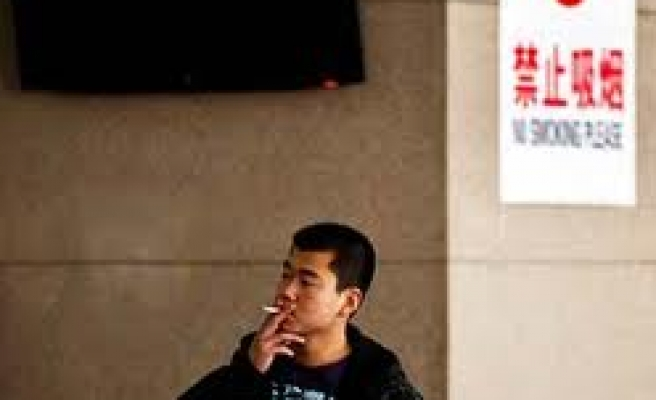 China aims to ban smoking in public places