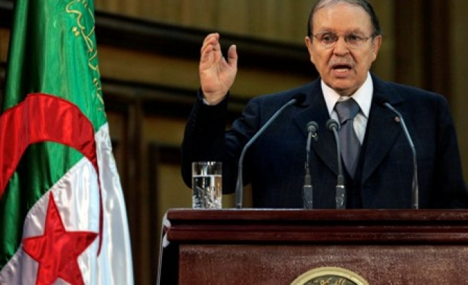 Algeria's Bouteflika back in Algeria after health checks