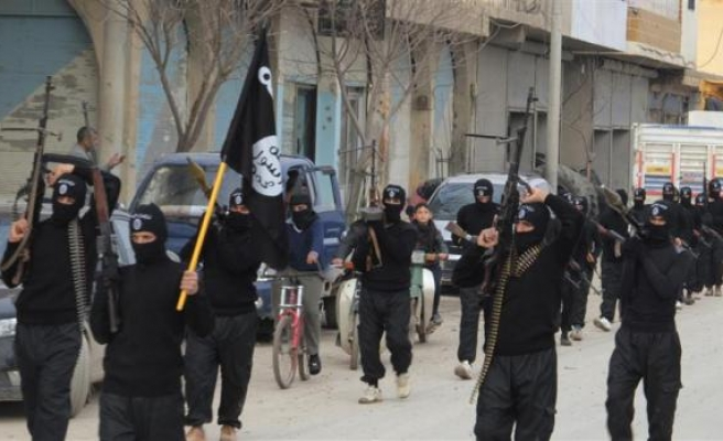 ISIL rebels advance on eastern Syrian city