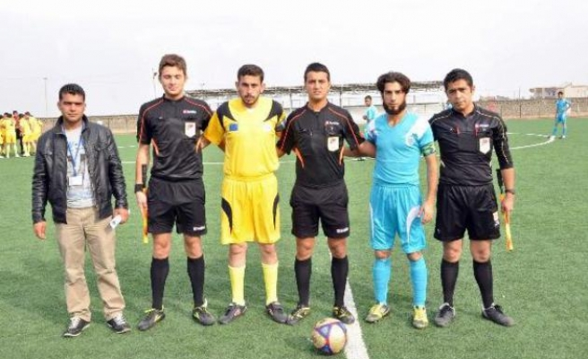 European MPs to inaugrate football pitch for Syrian refugees