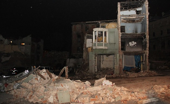 Building collapses in Istanbul's Fatih district