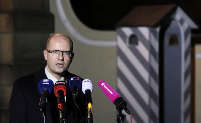 Czech PM withdraws resignation, wants finance minister sacked