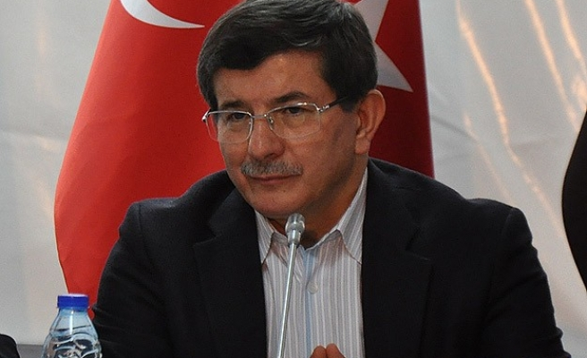 Turkish FM Davutoglu visits Ukraine to discuss Crimea